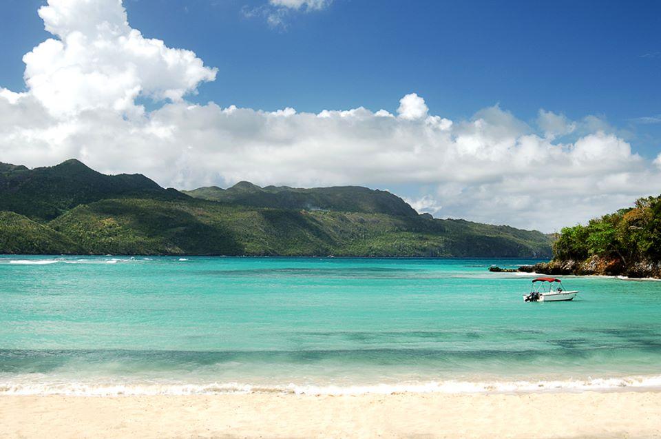 playa-rincon-posee-aguas-cristalinas-que-son-iconicas