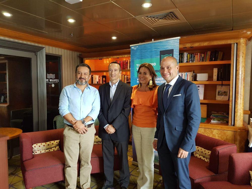 directivos de La Autoridad de Turismo de Panama y Pullmatur