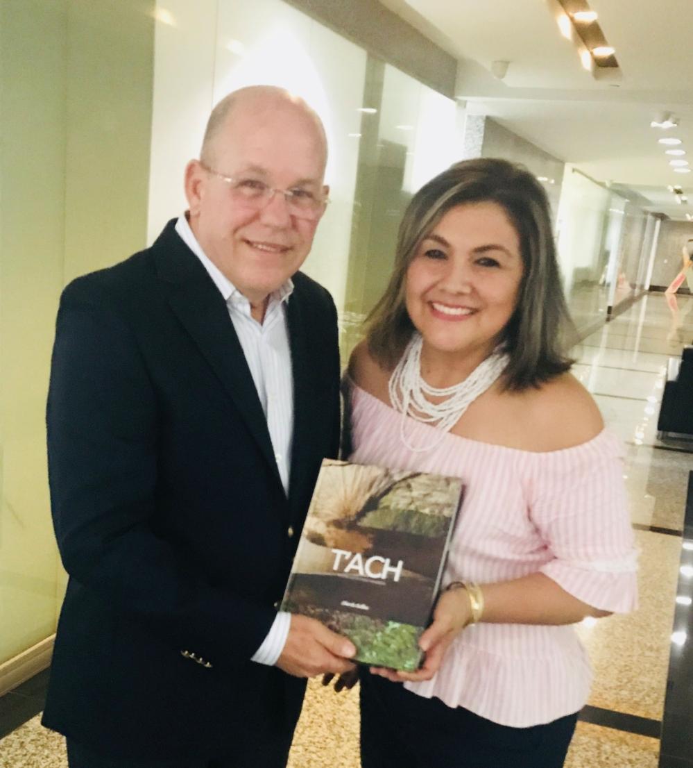 """Chef Collins presenta su libro """"TÁCH"""" a Patricia de Viajeros Listos"""