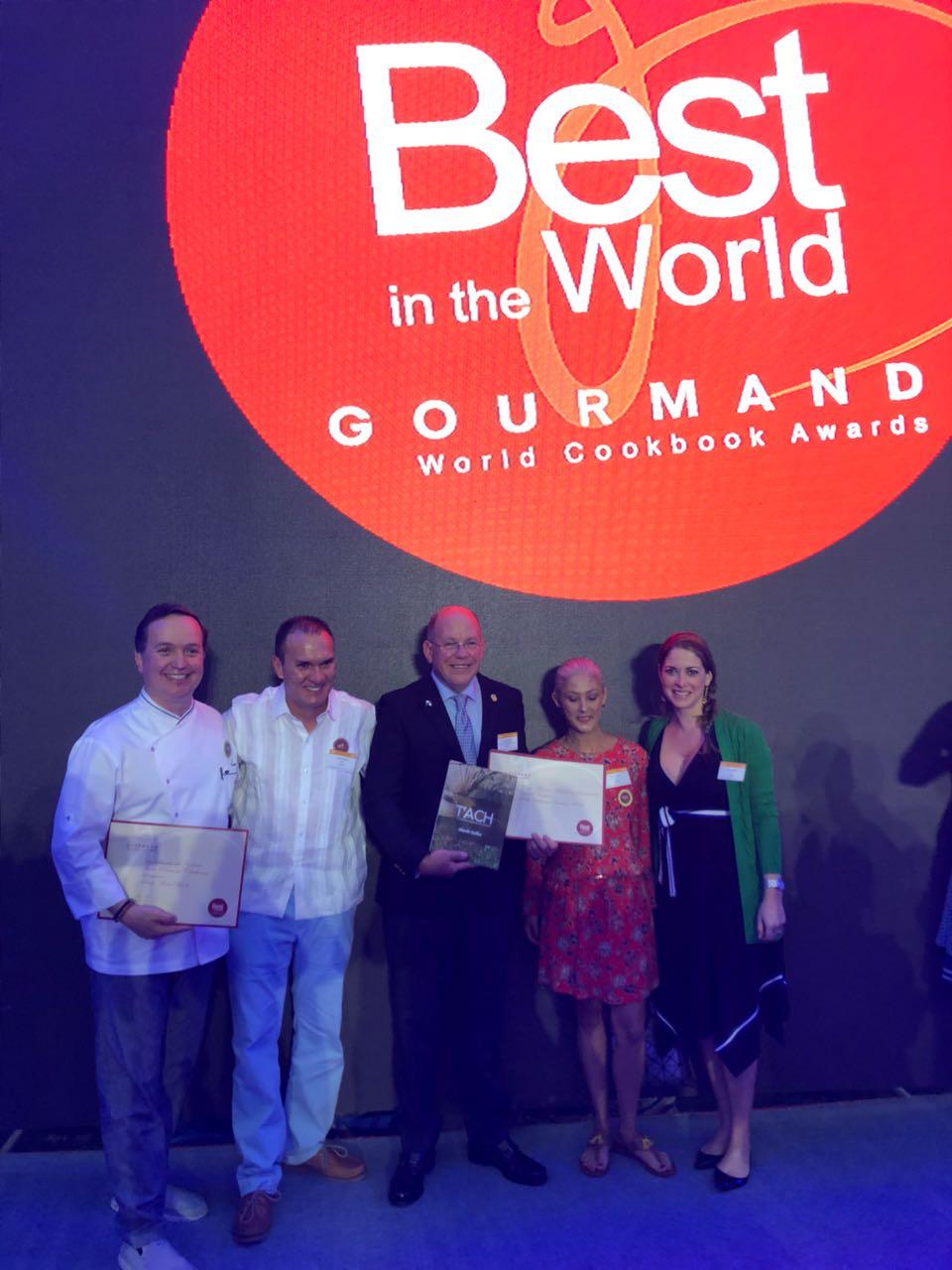 """Premiación en Yantai, China del Libro""""""""TÁCH del Chef Collins"""