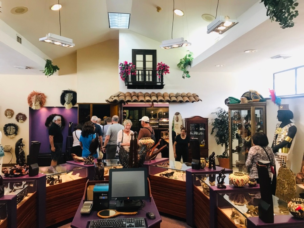 turistas en la tienda de Reprosa