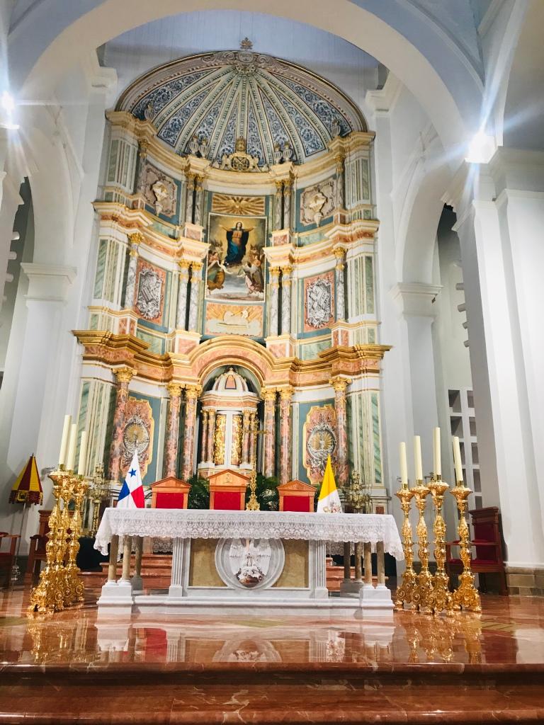 Altar consagrado por  el Papa Francisco, en la Catedral Santa Maria la Antigua