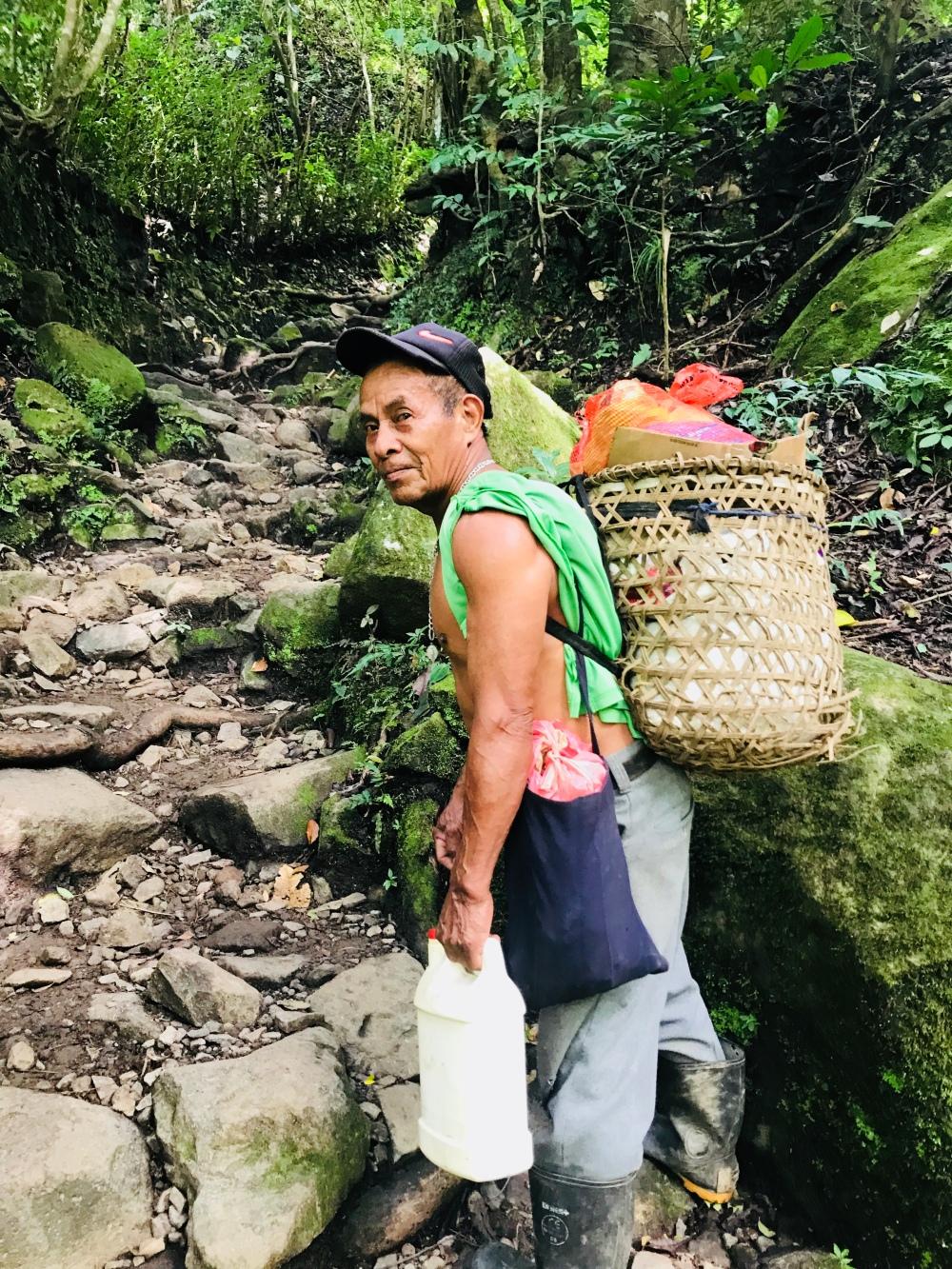 Dario, es un habitante del pueblo mas cercano a la India Dormida